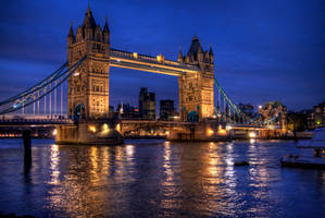 Tower Bridge by GlueR