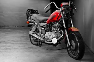 Abandoned motorbike by GlueR