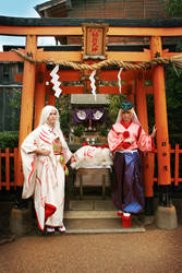 Cosplay: Amaterasu + Waka in Japan by Risachantag