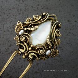 pearl hairpin