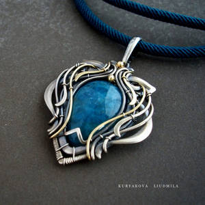 kianite pendant