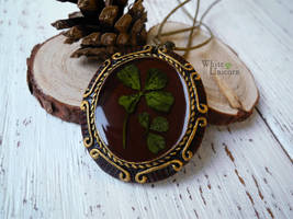 Pendant with four-leaf clover by Ilvirin