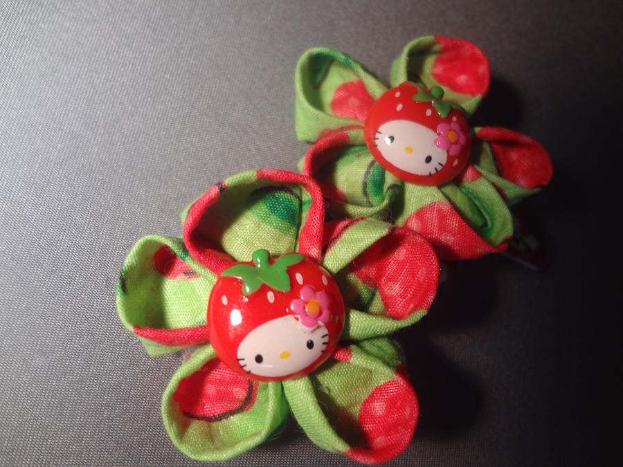 Strawberry Hello Kitty Kanzashi Clips by TolekaChan