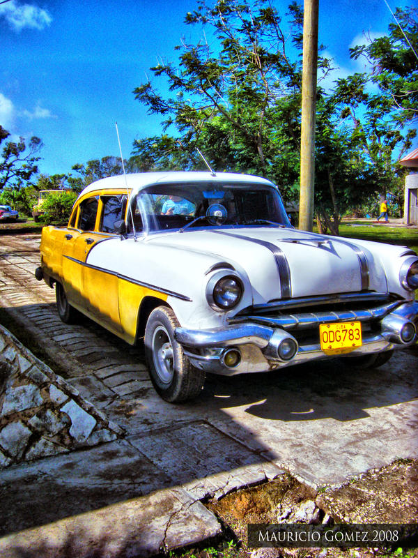 Old Cuban Car by Insanemoe