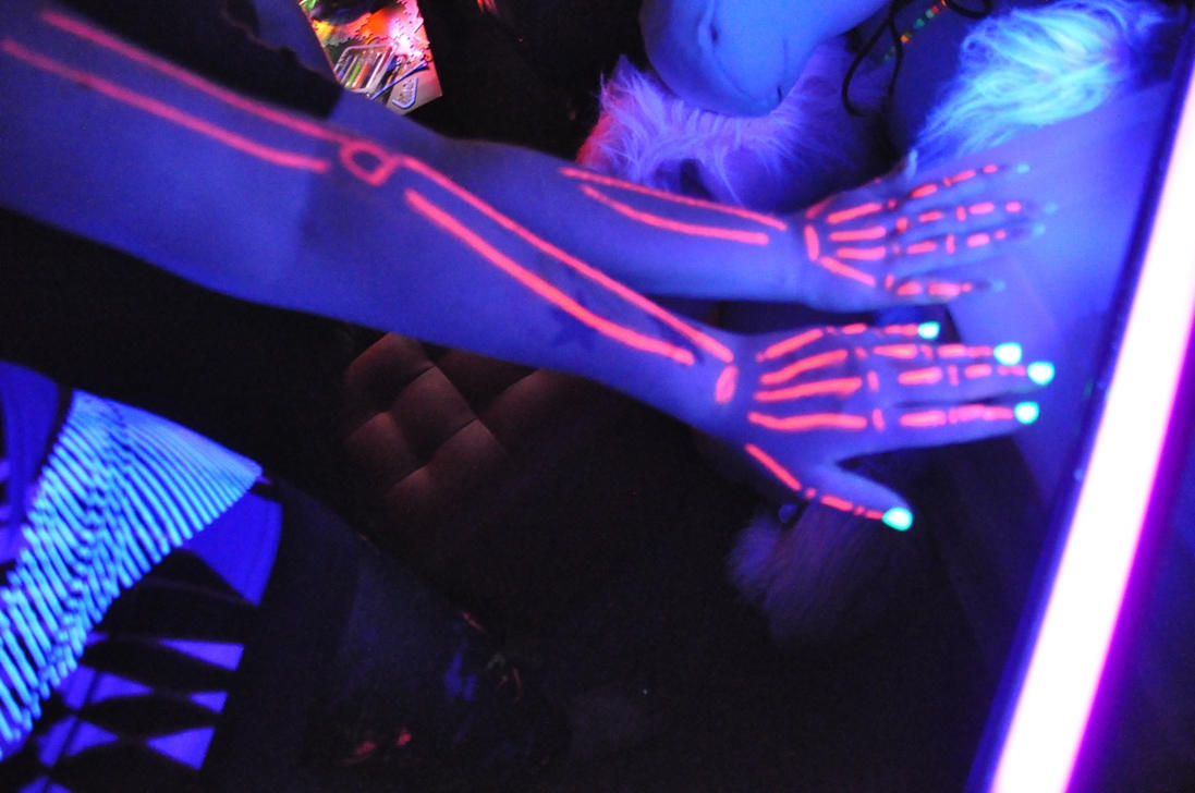 paint airbrush blacklight a throw boston party project black light lighting anywhere parties