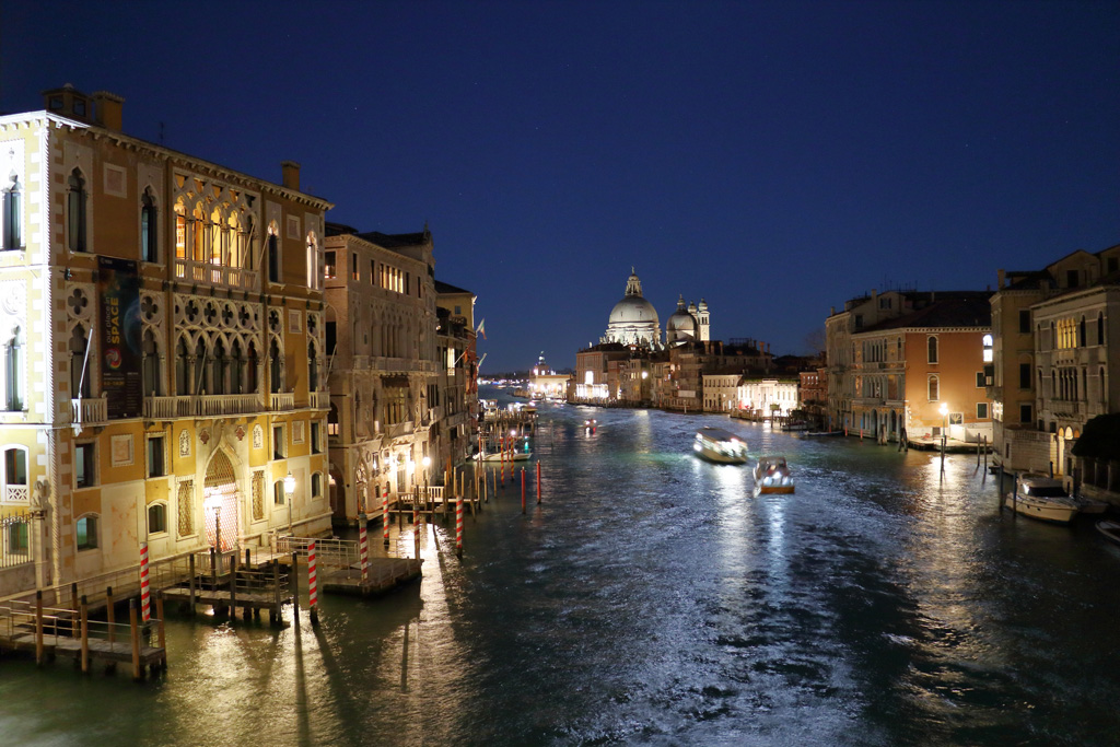 Venice at night by Sockrattes
