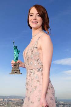 Giantess Emma Stone wins the Oscar