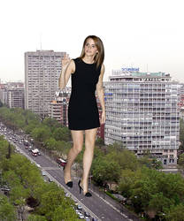 Giantess Emma Watson walking by Alberto62