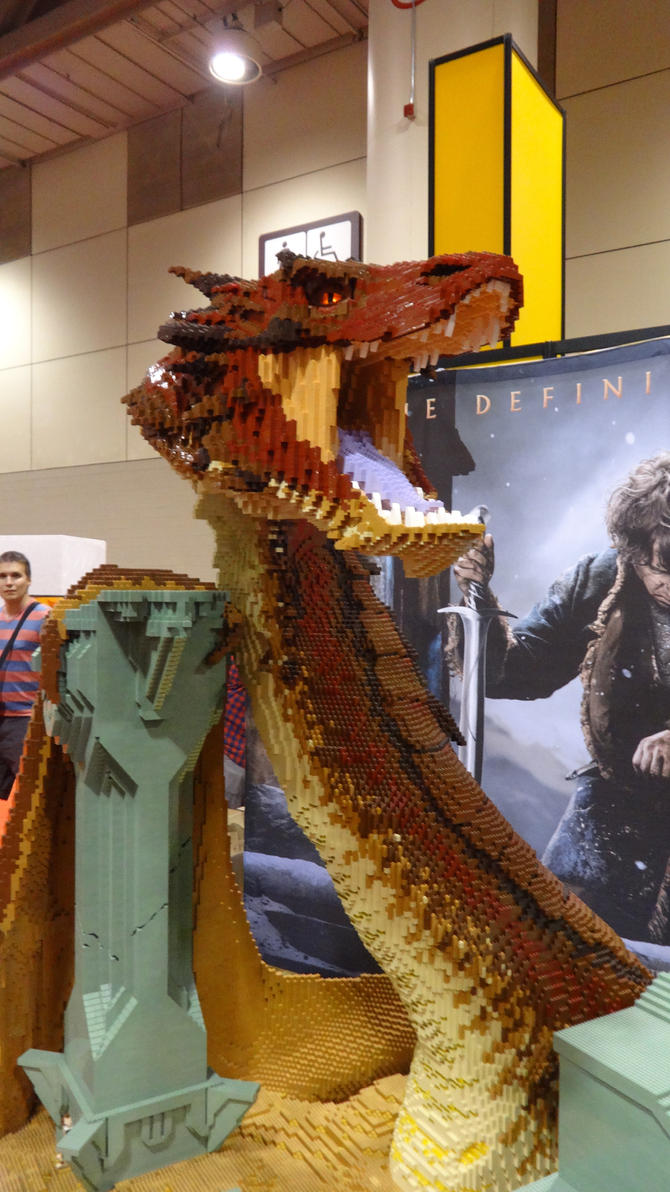 Fan Expo 2014 - Lego Dragon For The Hobbit 3-2 by jussicpark