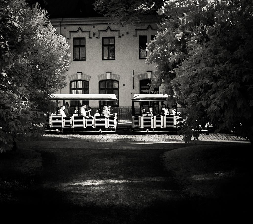IMAGE: http://fc01.deviantart.net/fs71/f/2013/040/8/5/image_343_by_mag1cmushroom-d5ueops.jpg