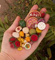 Handfull of food by kaasha