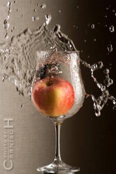 Splashing Apple n.1