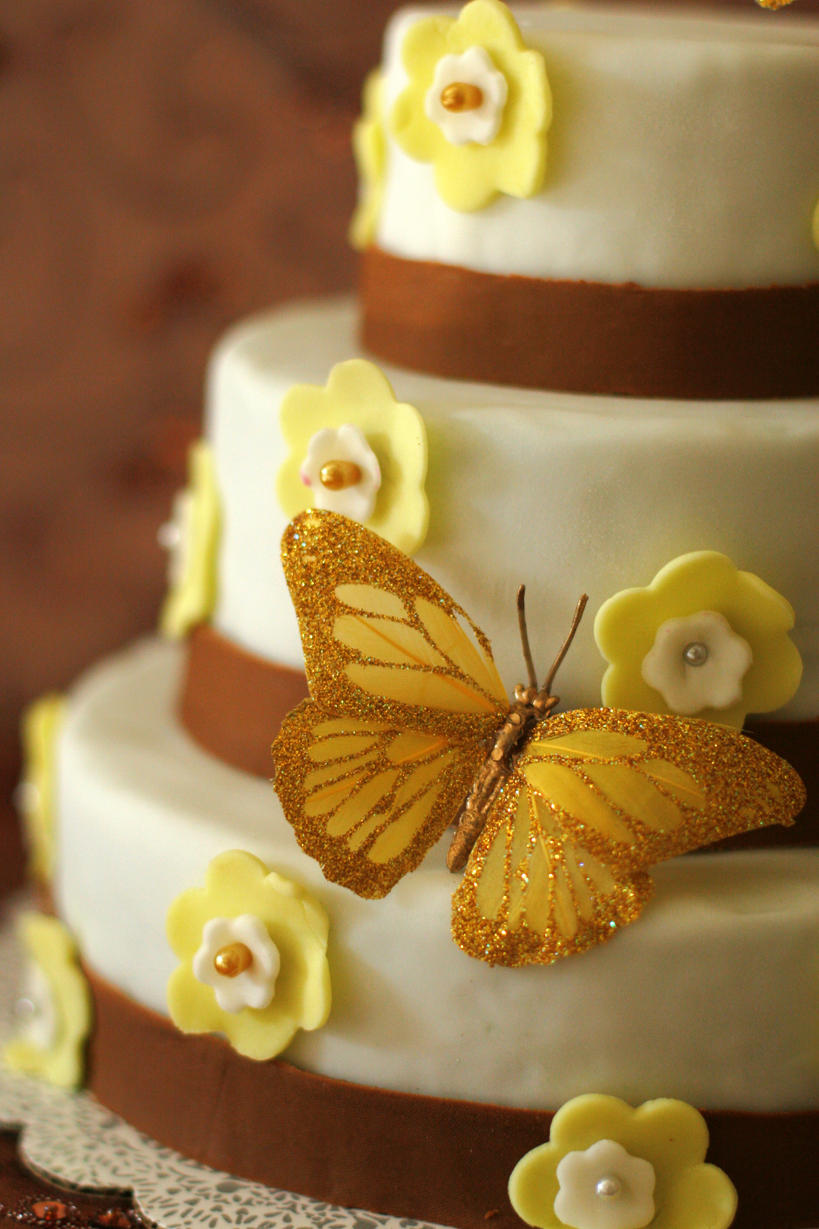 wedding cake :3: by moonberry