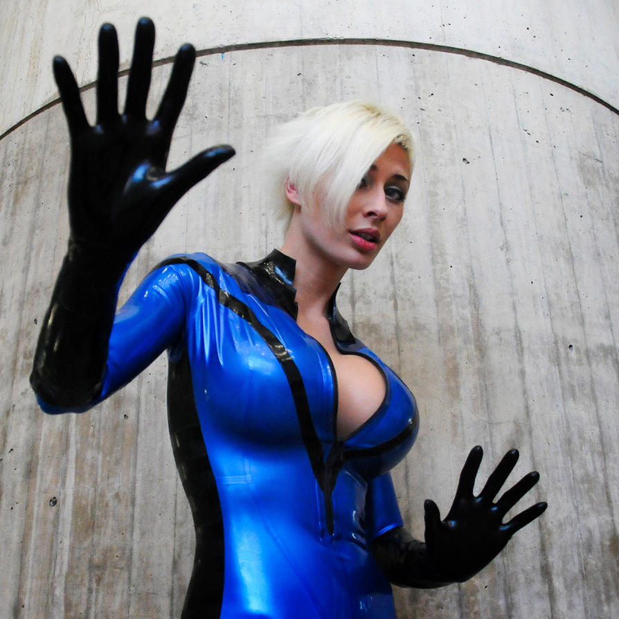 Invisible Woman Cosplay NYC10 - Invisible Woman by