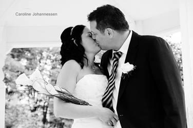 Wedding Kiss by caro-07