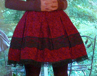 Red x black lolita skirt by Luai-lashire
