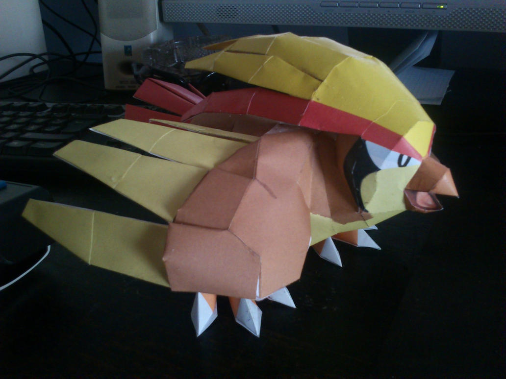Pidgeot Papercraft by Sabi996