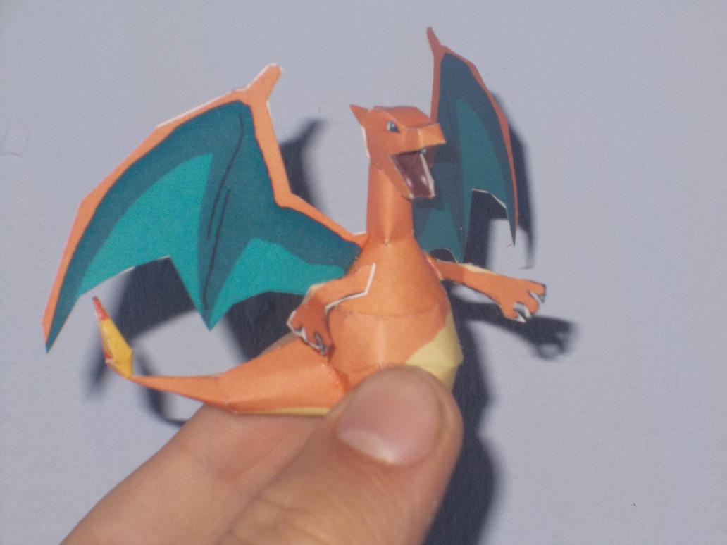 Mini Charizard Papercraft by Sabi996