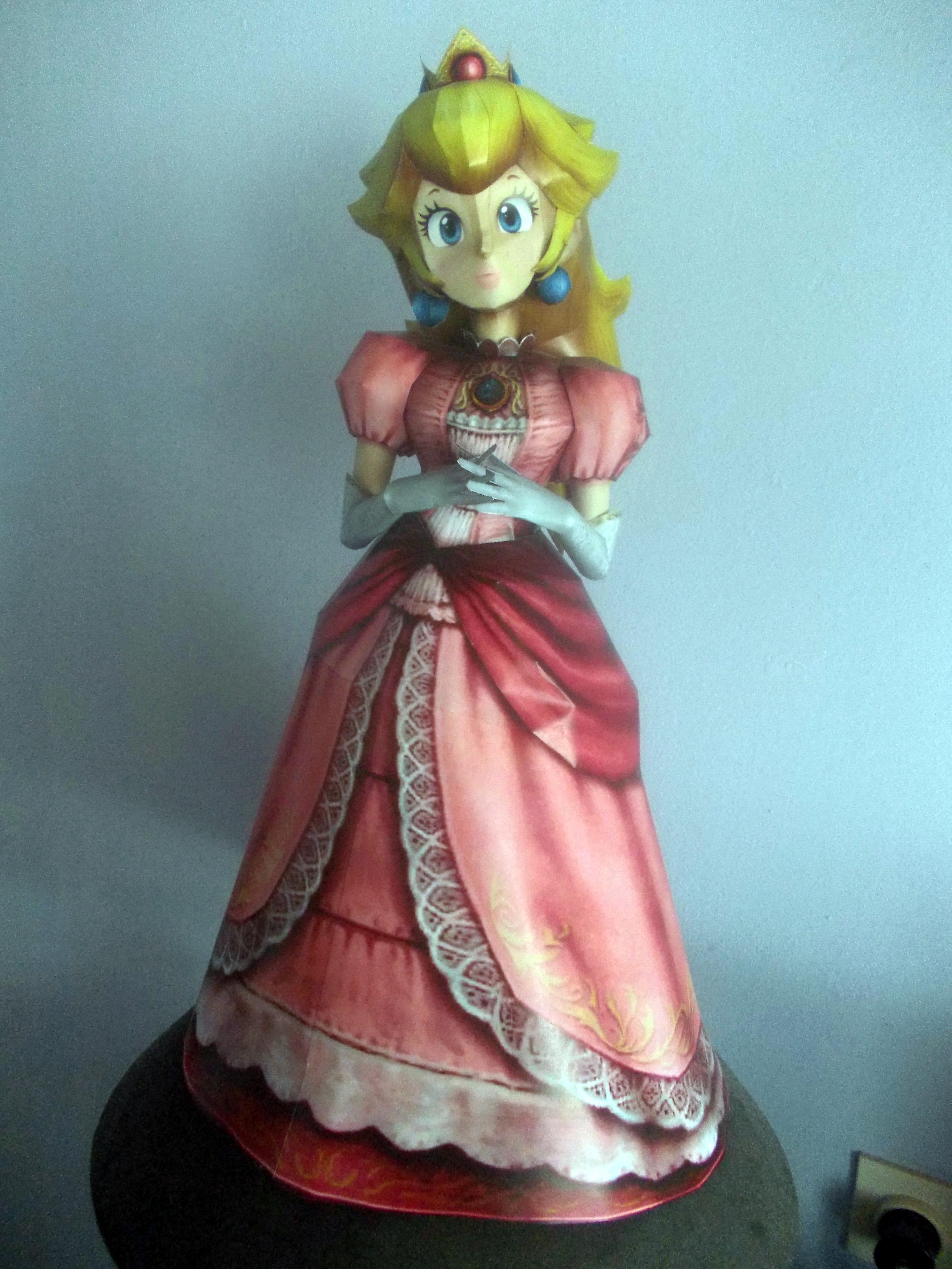 Princess Peach Papercraft by Sabi996
