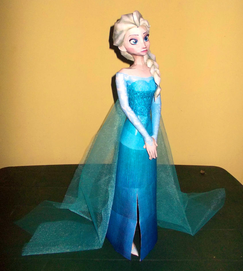 Elsa (Frozen) Papercraft - Done! by Sabi996