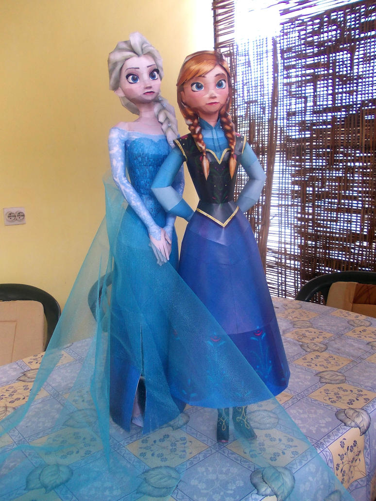 Anna and Elsa (Frozen) Papercraft by Sabi996