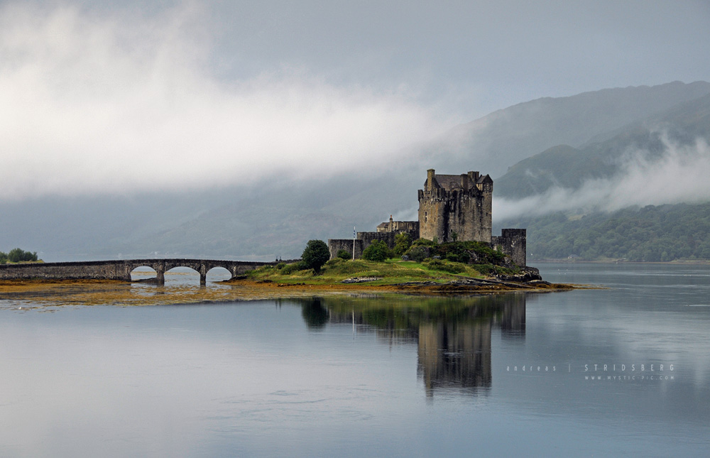 Eilean Donan Castle - Scotland by Stridsberg