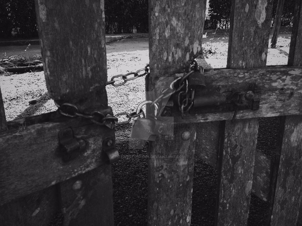 Gate 1 by ewertonlima
