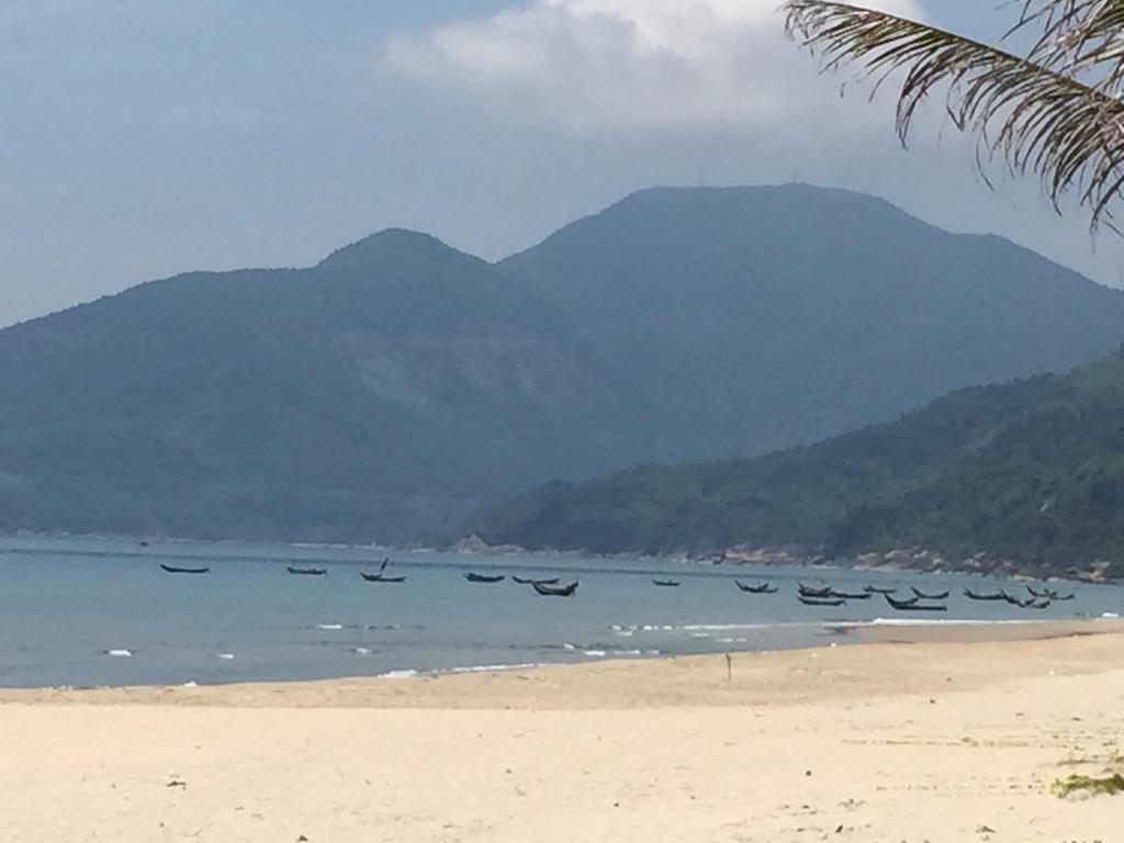 Da Nang Beach by sockstealingnome