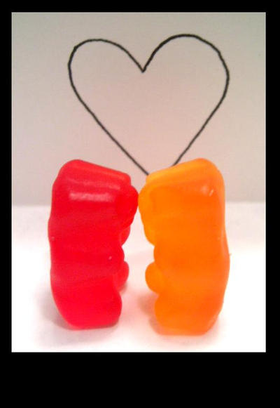 http://fc01.deviantart.com/fs12/i/2006/321/b/0/Gummy_Love_by_Ladie911Spleenless.jpg
