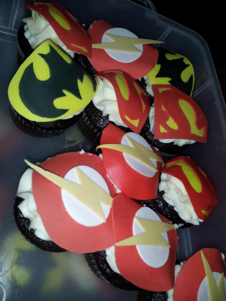 Super Cupcakes Away! by fairielove