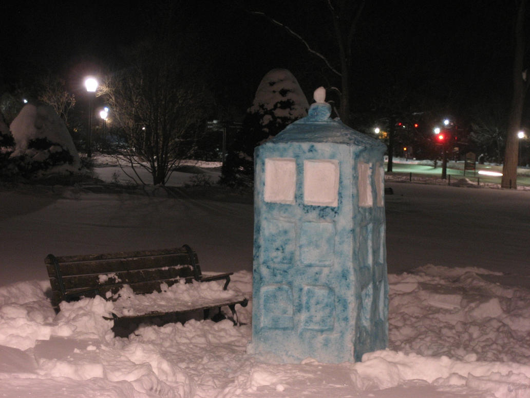 Snow TARDIS by facethecookie