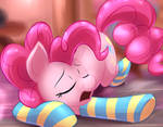 Sleepy Pinkie by Lattynskit