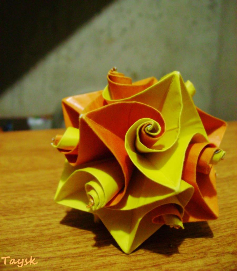 Kusudama Curler by Taysk