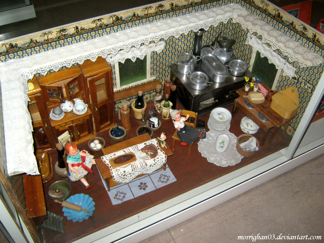 Old Fashioned Dolls Cot