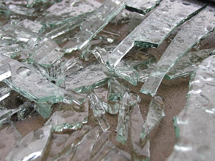 broken glass by sataikasia