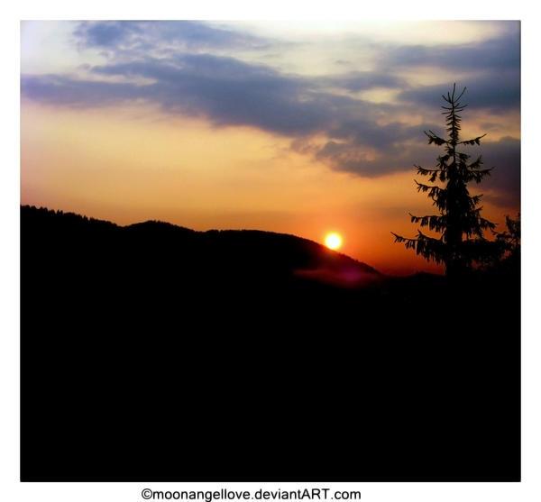 August sun by moonangellove