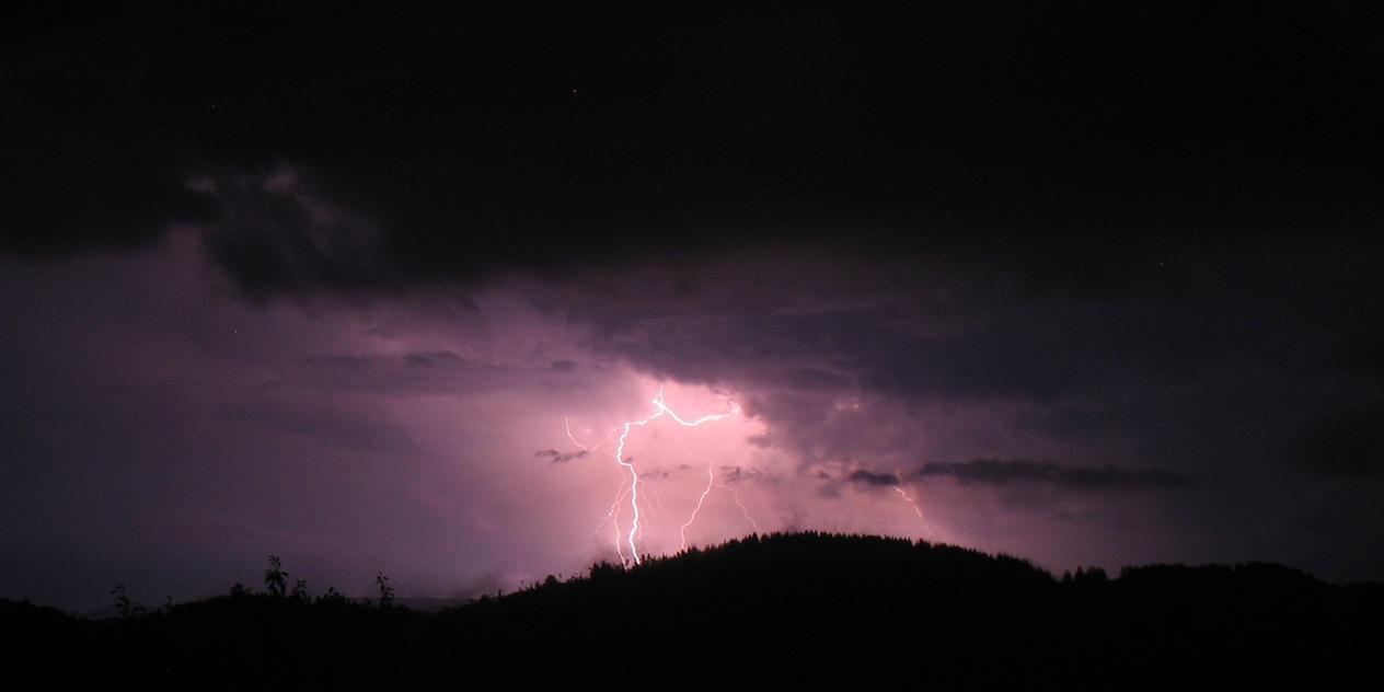 Purple Thunder by AdMalamCrucem