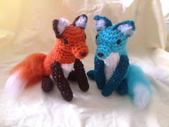 Crocheted Foxes by hollyann