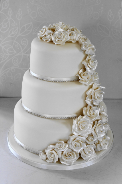3 tier wedding cake with cascading roses roses cascade wedding cake by the cakery on deviantart 10341
