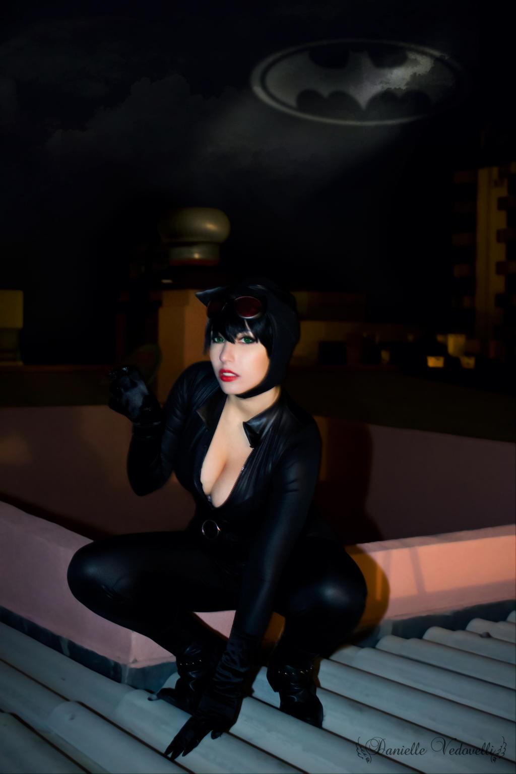 Catwoman (Adam Hughes) cosplay by daniellevedo
