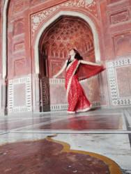 Red Dancing by Saaraa96