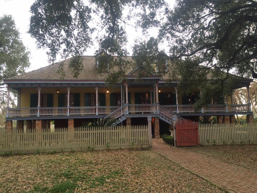 Laura plantation house by Cosmic--Chaos