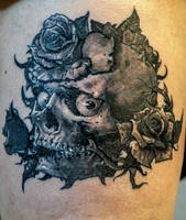Skull and roses by tikos