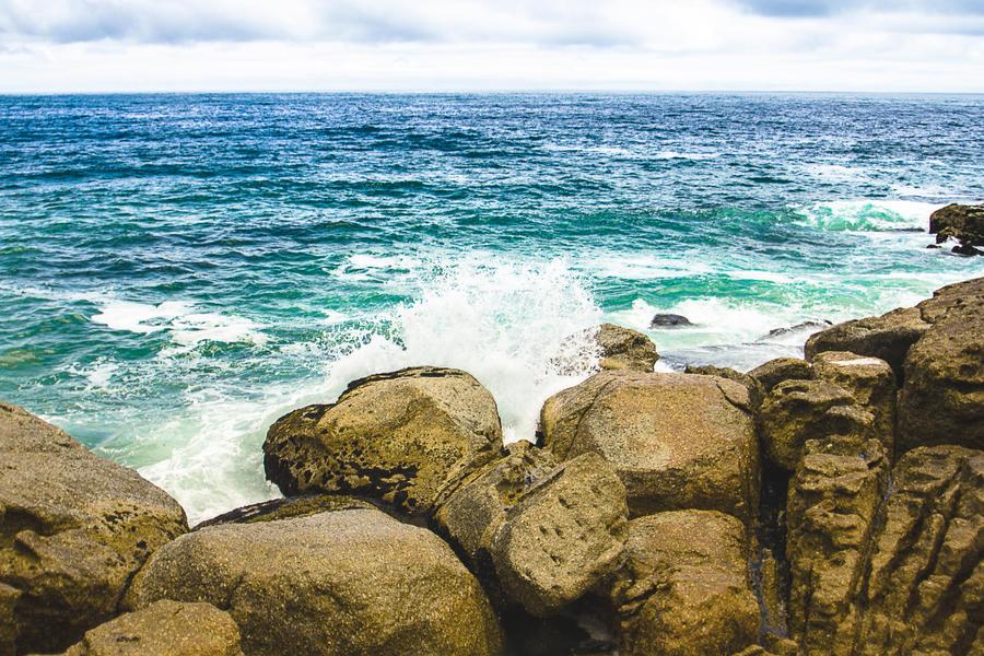 Crashing Waves by icmb94