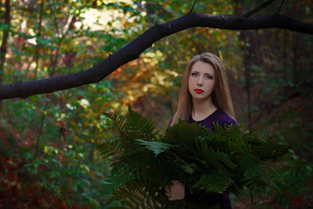 Autumn queen_II by Nagvali
