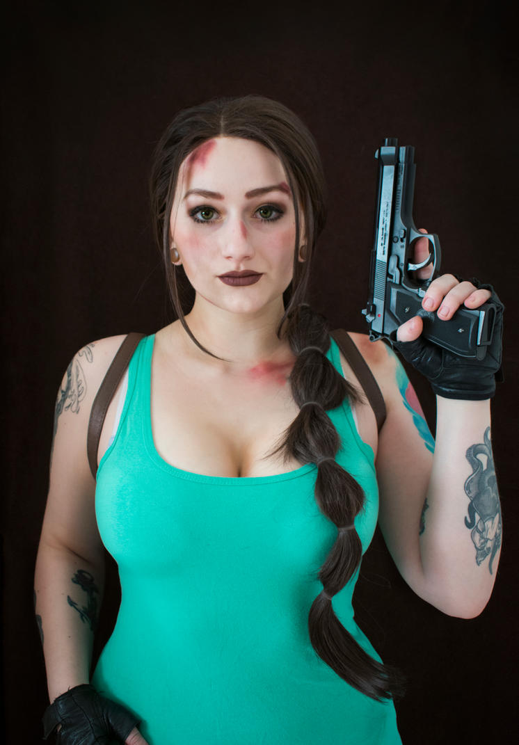 Tomb Raider Lara Croft cosplay - Cover by TynaCosplay