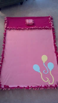 Pinkie Pie no sew blanket
