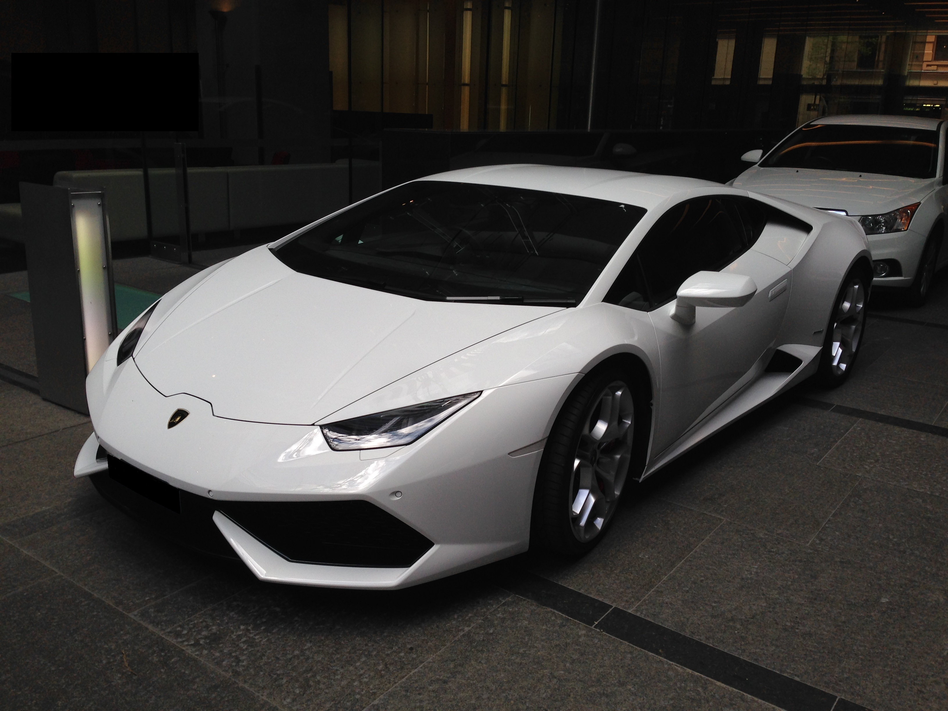 white lamborghini huracan lp - photo #1