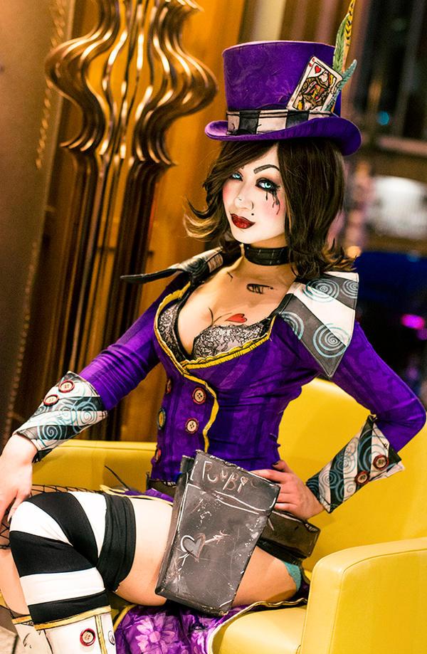 Mad Moxxi cosplay - Bo...