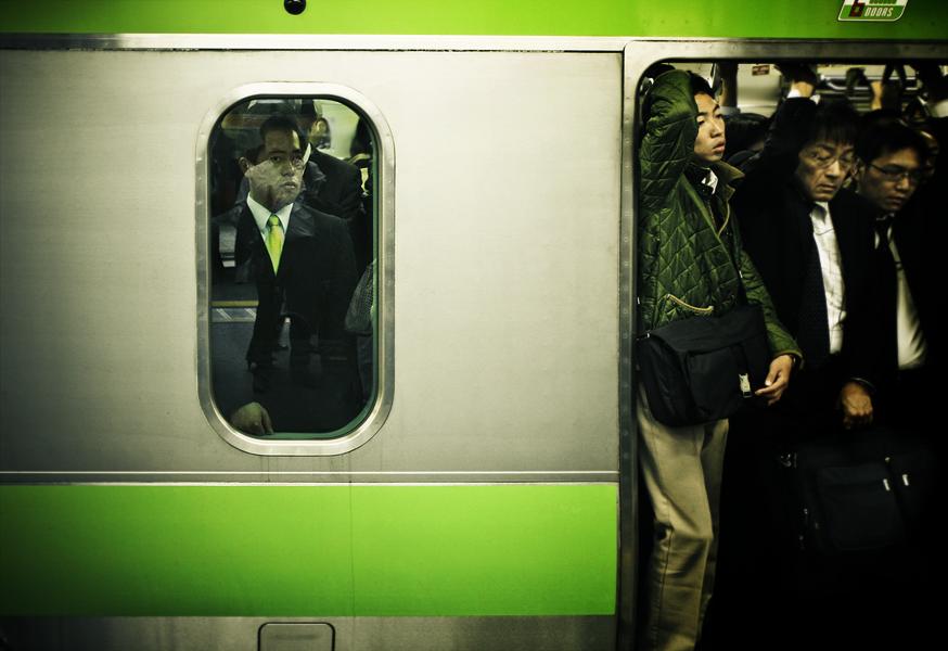 green car by denkyo